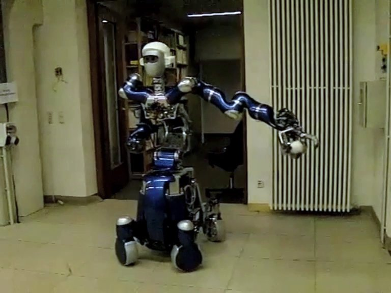 Agile Justin: A Humanoid Robot from DLR can throw a baseball