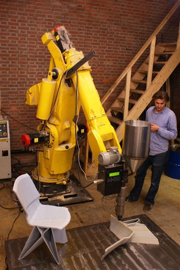 3D printer using giant robot arm