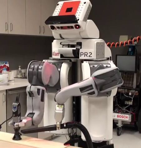Bosch PR2 using a Dremel: Mobile Manipulators can be used for rapid prototyping
